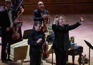 Концерт к юбилею знаменитого дирижера и пианиста Фабио Мастранджело в Московской консерватории. На снимке: солист Дино ди Пальма (скрипка) и дирижер Фабио Мастранджело.