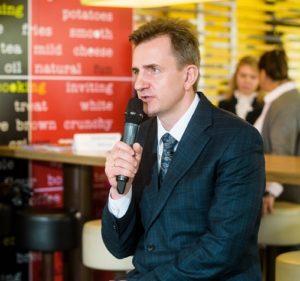 Управляющий директор Макдоналдс в России Алексей Семенов на пресс-конференции